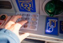 Bankomat, wypłacasz pieniądze?