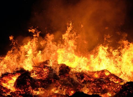 Kobieta pożar ogień