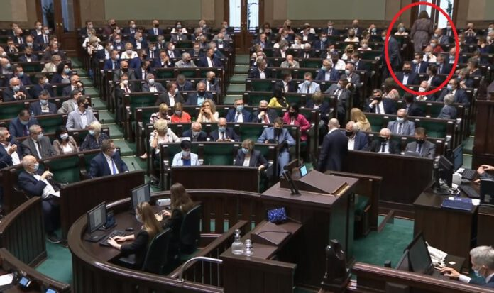 posłanka PiS opuściła posiedzenie