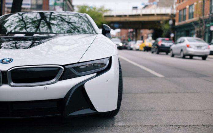 awantura na rondzie z udziałem kierującej BMW